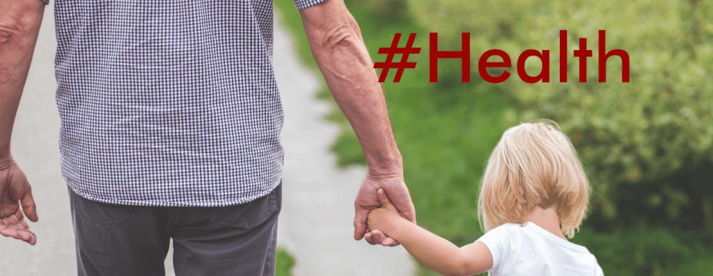 salud personal imagen muestra un papa y su hija tomados de la mano caminando en el campo.
