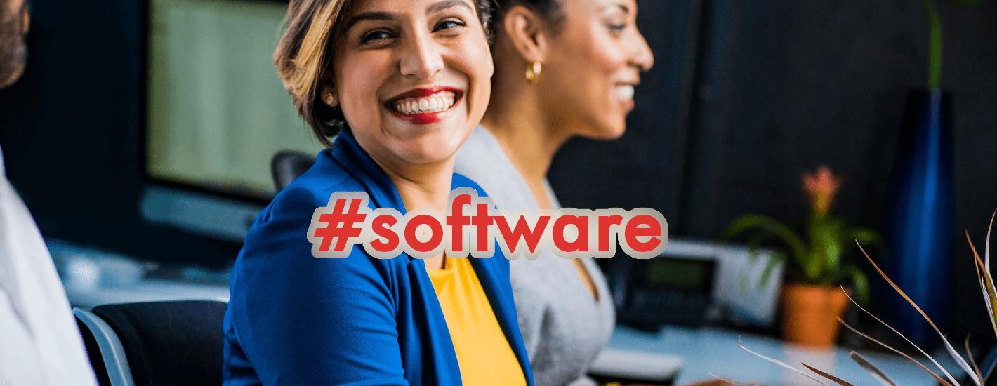 chica-en-oficina-feliz-software