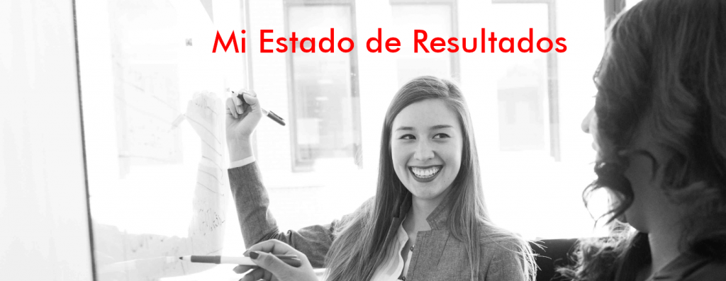 estado-de-resultados-freelance-dos mujeres-sonriendo-pizarron-blanco